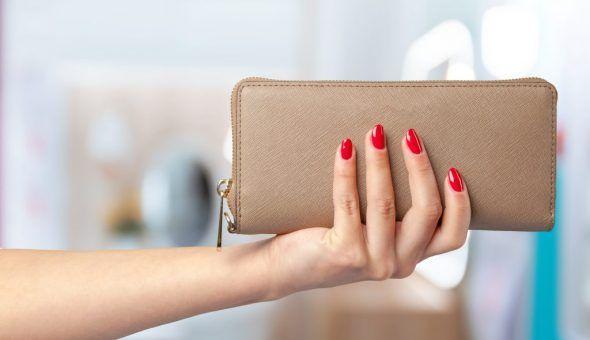 Заговор на новый кошелек для привлечения денег: как зарядить и что положить