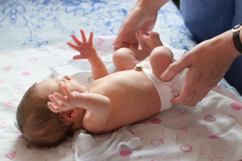 Заговоры от пупочной грыжи у новорожденных