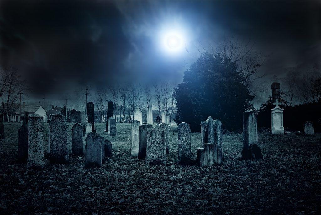 Сильный приворот на кладбище днем