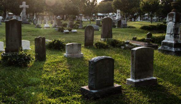 Приворот на фото мужчины на кладбище