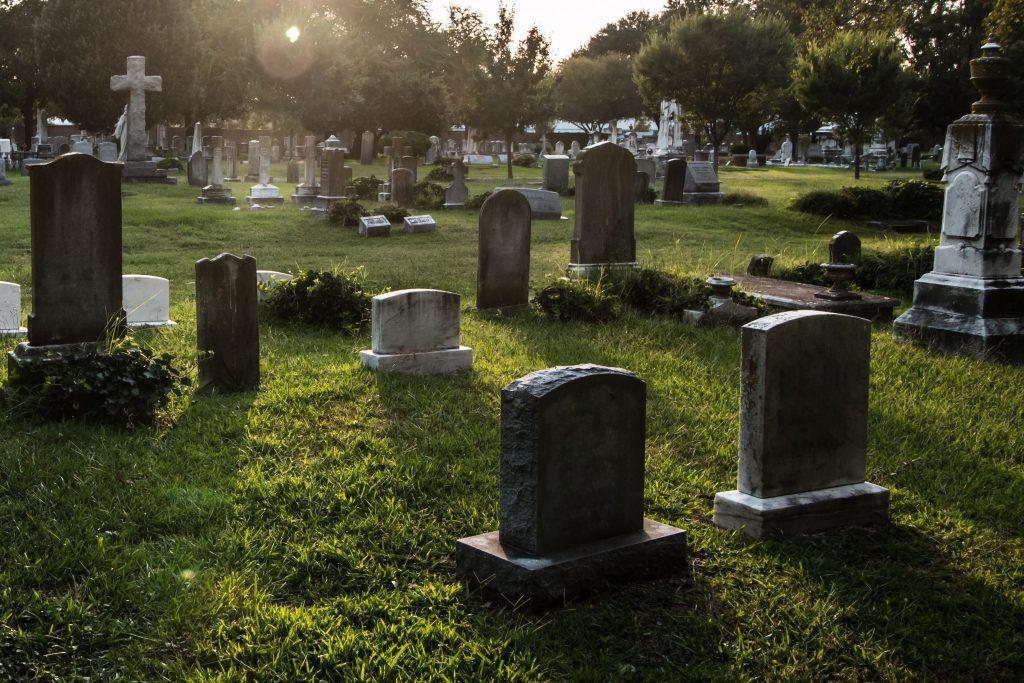 Приворот закопать фото на кладбище