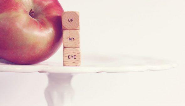 Заговоренное яблоко закопайте в землю