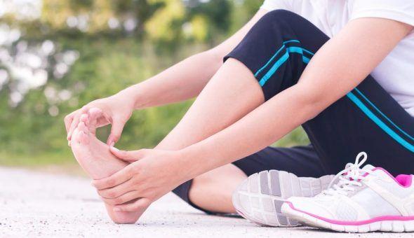 Сильные заговоры для больных ног
