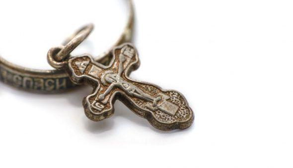 Подаренный нательный крест сулит только плохое