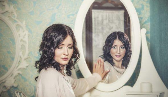 Заговор обряд на деньги и любовь с зеркалом