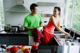 Нельзя мыть посуду в гостях