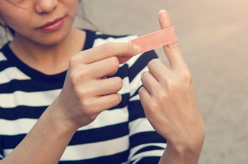 Что предвещает порез на пальце левой руки
