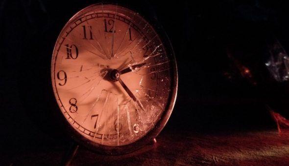 Часы со стены падают к заболеванию