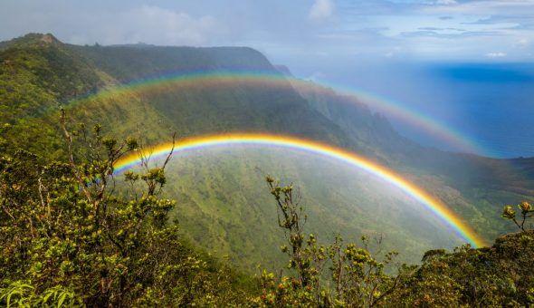 Двойная радуга на небе