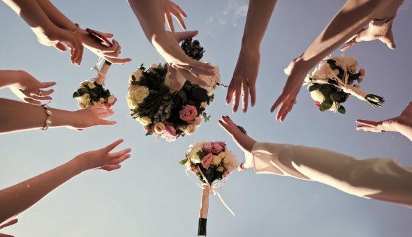 Ловить букет невесты