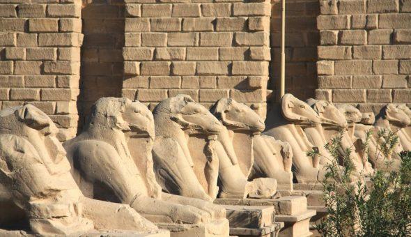 В Египте лягушка ассоциировалась с Исидой и Осирисом