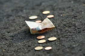 Деньги на дороге