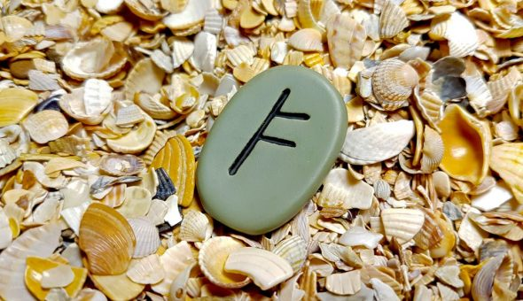 Руна Феху связана с материальными благами