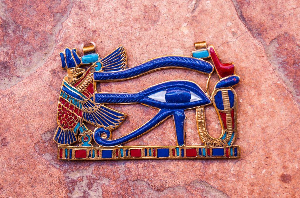 Глаз (око) Гора: значение символа
