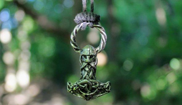 Молот Сварога — один из мощнейших защитных оберегов