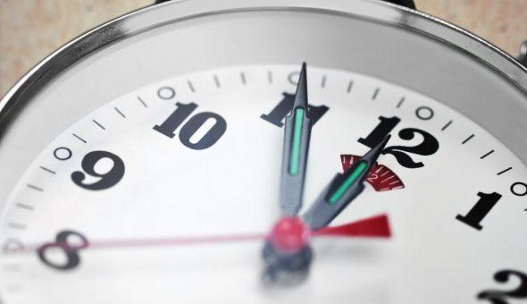Одинаковые числа на часах нужно увидеть случайно