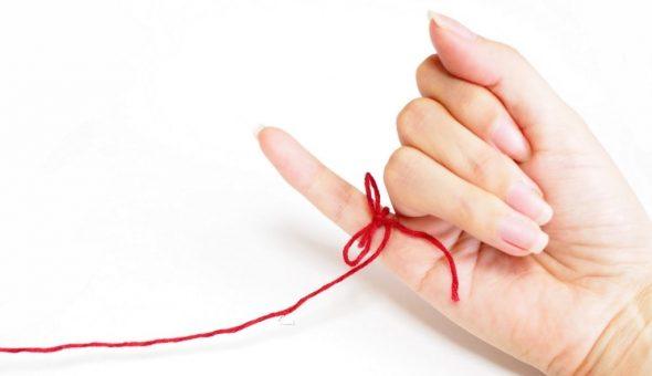 Красная нить на руке в качестве оберега