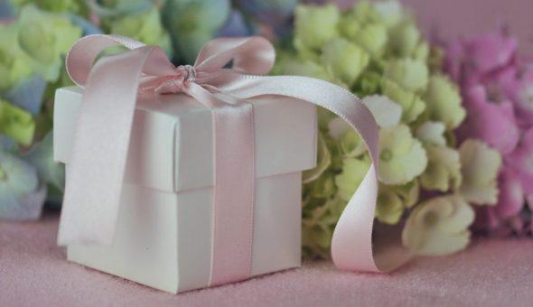 Нельзя дарить личные вещи на свадьбу