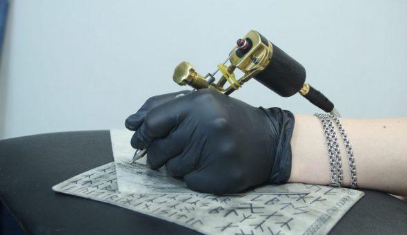 Татуировки с руной Альгиз