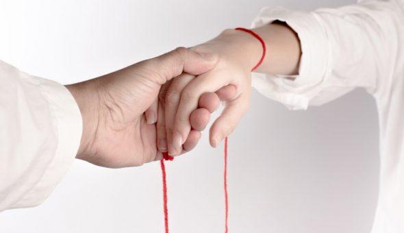 Молитвы для талисмана из красной нити
