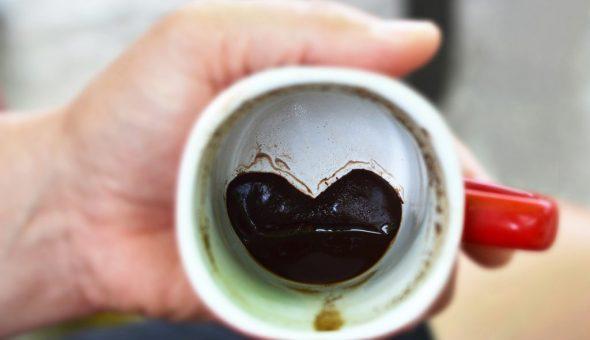 Фигура кита в кофейной гуще