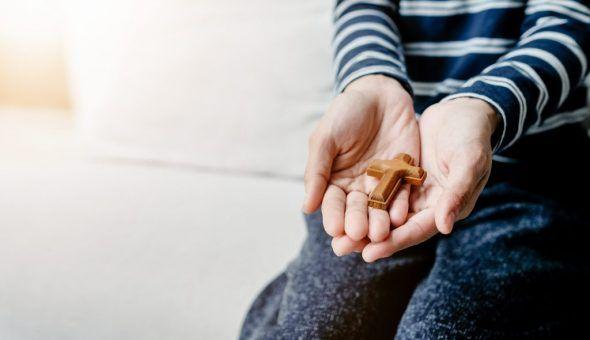 Можно ли дарить крестик в подарок любимому человеку 5