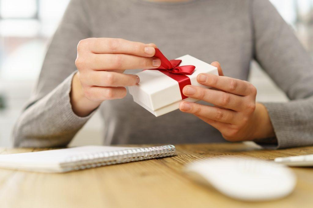 Передаривать подарки примета 85